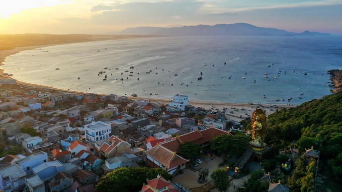 Biển Quy Nhơn trải dài mênh mông nhìn từ trên cao 09:46   06/05/2019