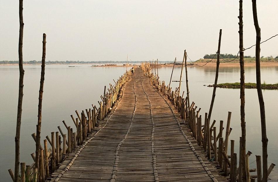 Cây cầu làm từ 50.000 khúc tre ở Campuchia 13:35   09/08/2018