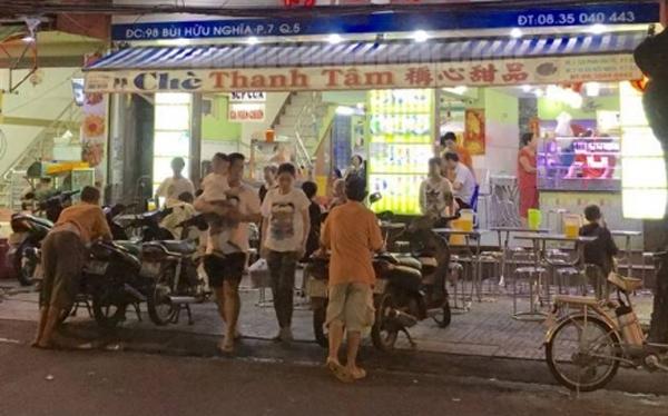 Chè 'bê đê' ở Sài Gòn càng khuya càng đông khách 13:48   11/09/2018
