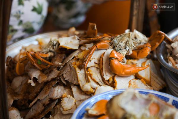 Có gì bên trong bát bánh canh ở vỉa hè Sài Gòn nhưng có giá tận… 240.000 đồng? 15:01   26/04/2017