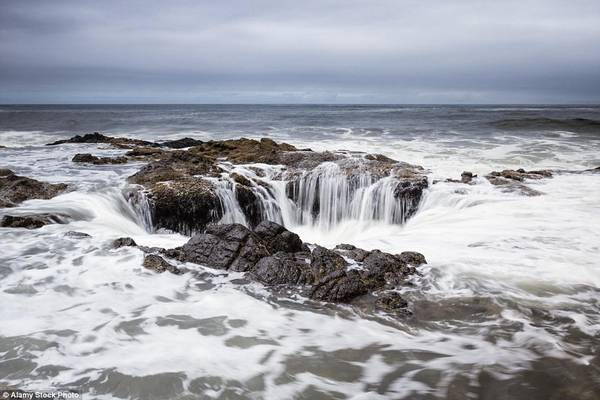 Giếng thần Thor kỳ lạ hút nước giữa biển 14:42   07/10/2016