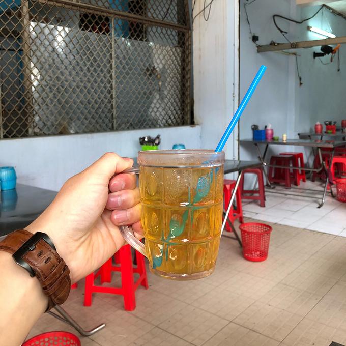 Quán cơm 23 năm ở Sài Gòn bán sườn to bằng gang tay 10:13   30/04/2018