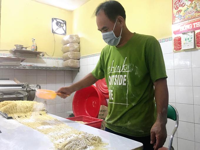 Tiệm ăn gốc Hoa tự chế sợi mì với trứng suốt 30 năm ở Sài Gòn 10:07   28/11/2018