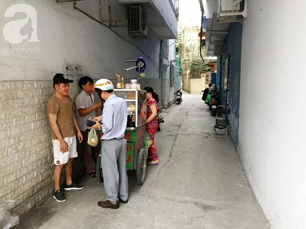 """Xe bánh mì Tư Trầu ngon nức tiếng Sài Gòn: 60 năm vẫn """"bao ghiền"""" bởi vị xíu mại độc quyền 14:16   06/02/2018"""